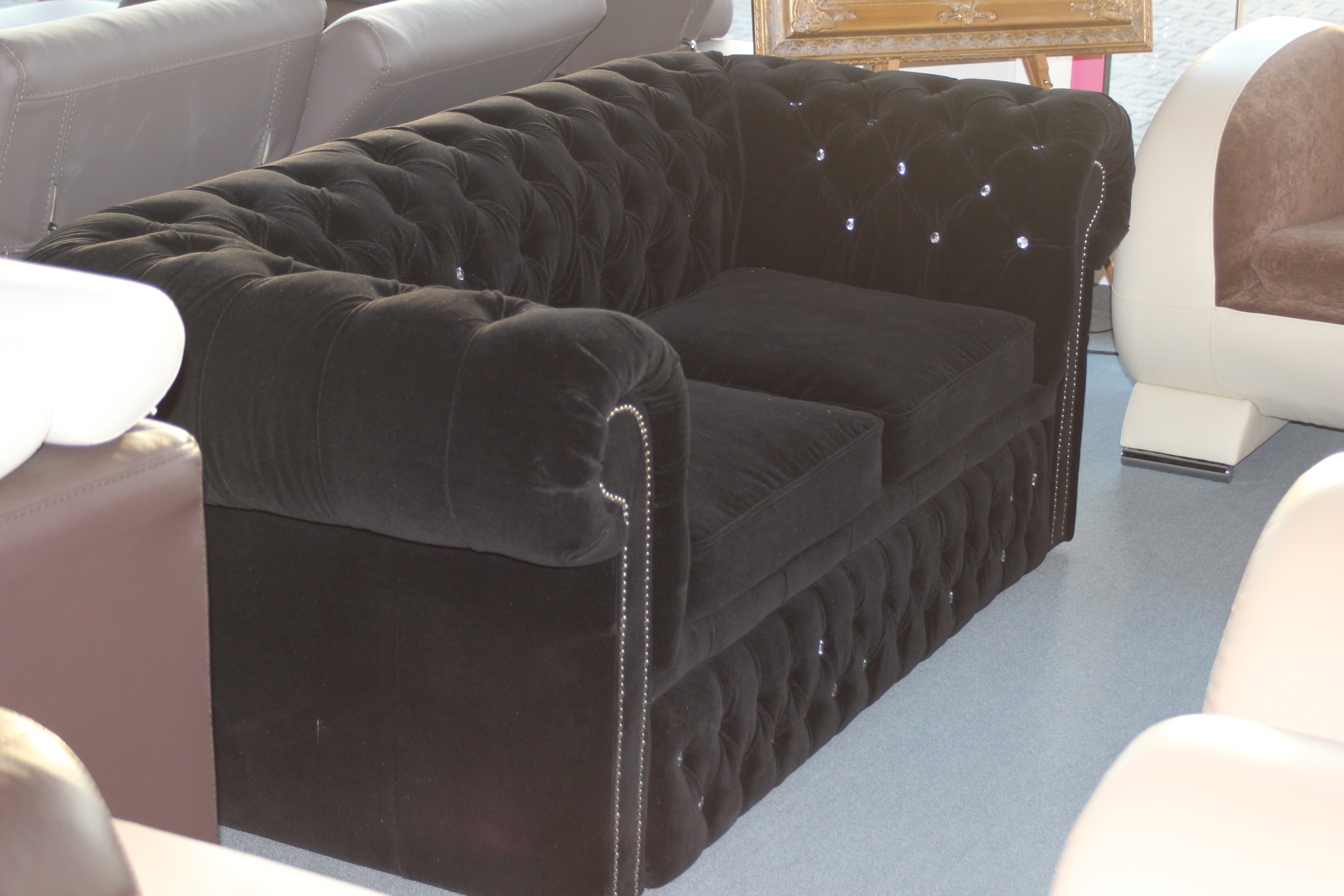 chesterfield sofas und ledersofas lagerware designersofa. Black Bedroom Furniture Sets. Home Design Ideas