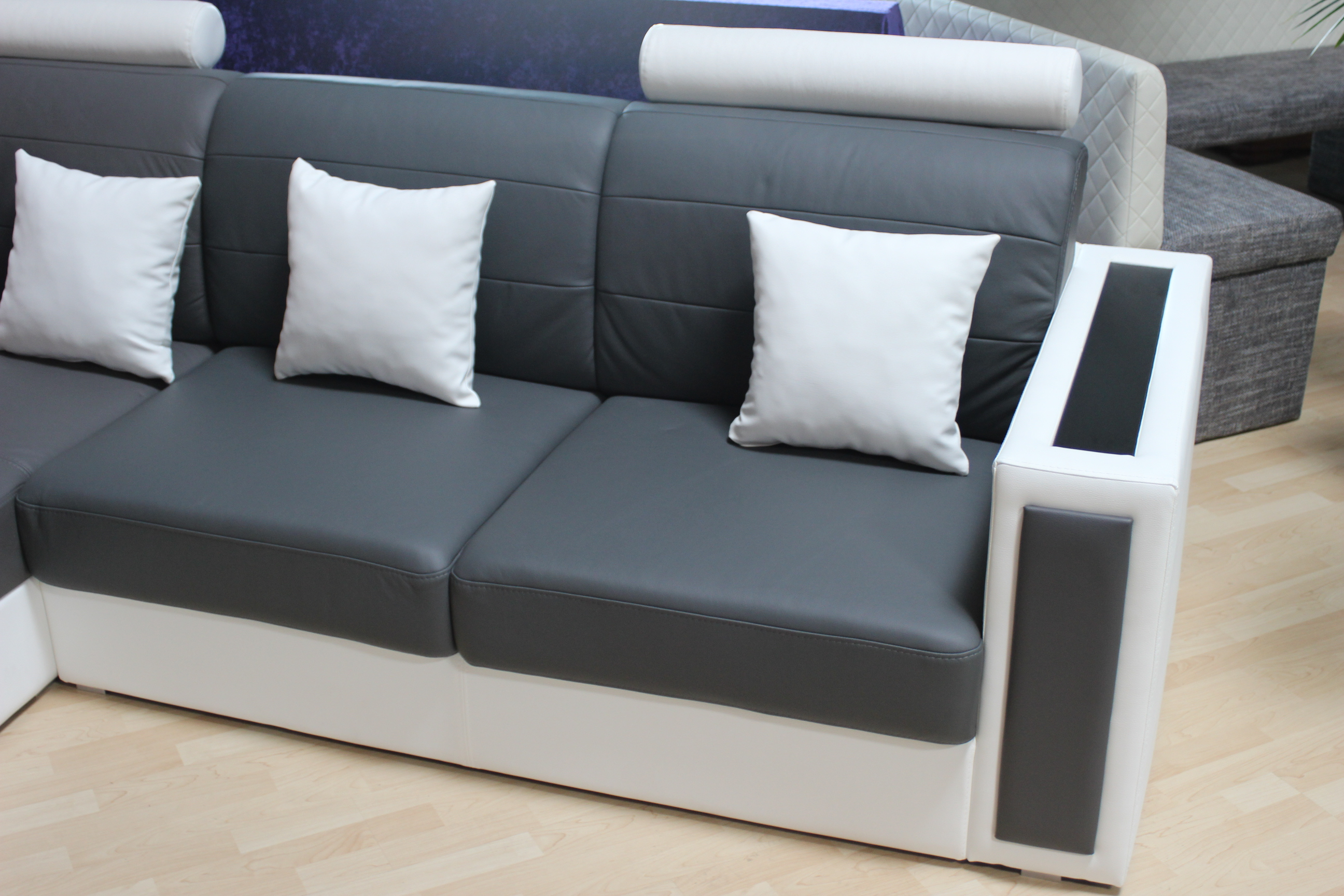 Chesterfield sofas und ledersofas home guard sgs01 designersofa jv httpvarvaraalexkleinzeugfebruar2015ausstellungsstueck3 parisarafo Images
